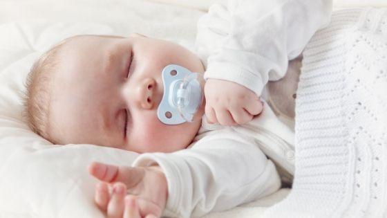 baby im elternbett schlafen